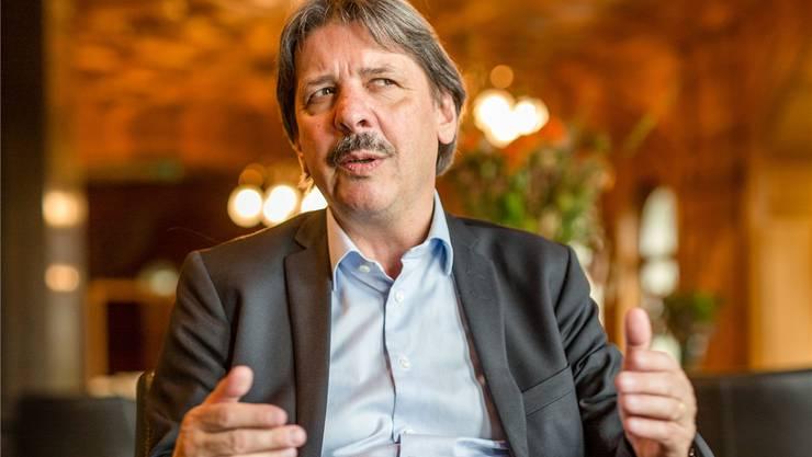 «Die Lohngleichheit steht in der Verfassung. Dieser Anspruch gilt unbedingt.» Gewerkschafts-Präsident und SP-Ständerat Paul Rechsteiner im Grand Café Galerie des Alpes im Bundeshaus.
