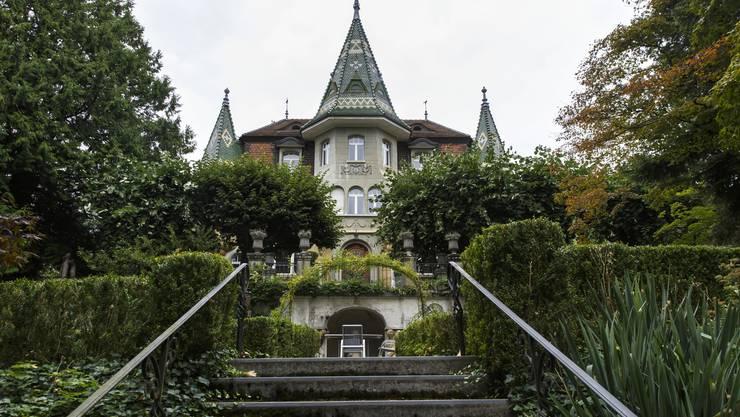 Die Villa des Grenchner Industriellen Seraphin Lambert (1853–1924) thront wie ein Monument über der Stadt.