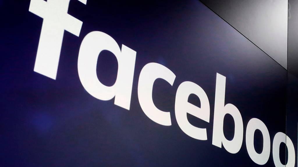 Der Techriese Facebook muss sich erneut vor Gericht gegen eine Monopolklage wehren. Die US-Kartellbehörde FTC will vor Gericht die Zerschlagung des Konzerns erreichen.(Archivbild)