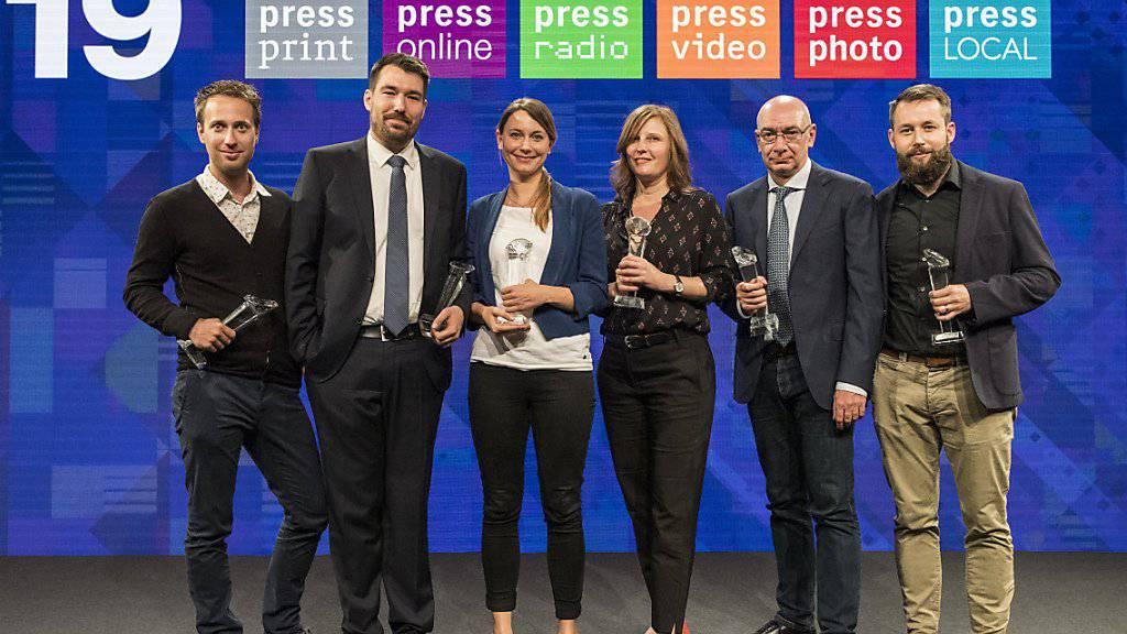 Die Gewinnerinnen und Gewinner der Swiss Press Awards 19, von links: Stefan Bohrer (Foto), Florian Imbach (Video), Rahel Walser (Radio), Camille Krafft (Print), Alessandro Bertellotti (Local) und Pierre Pistoletti (Online).