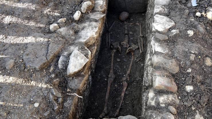 50 bis 100 Gräber befinden sich auf dem entdeckten Friedhof. (Archiv)