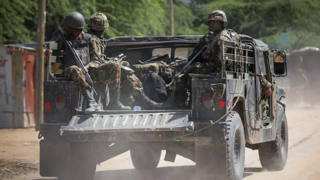Kenianische Soldaten unterwegs zur Universität am Tag des Massakers