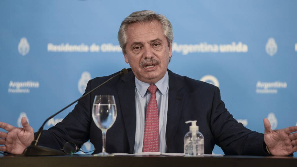 Präsident Fernández in Waldbrandgebiet angegriffen