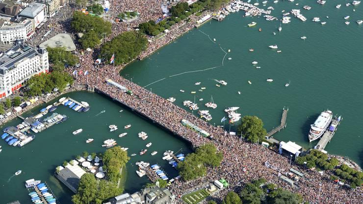 Die Street Parade vereint Hunderttausende zum Tanz um die Love Mobiles. Am Samstag ist es wieder so weit.