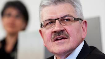 Roland Brogli verteidigt das Budget 2017. Immerhin: Eine Rückweisung konnte er abwenden.