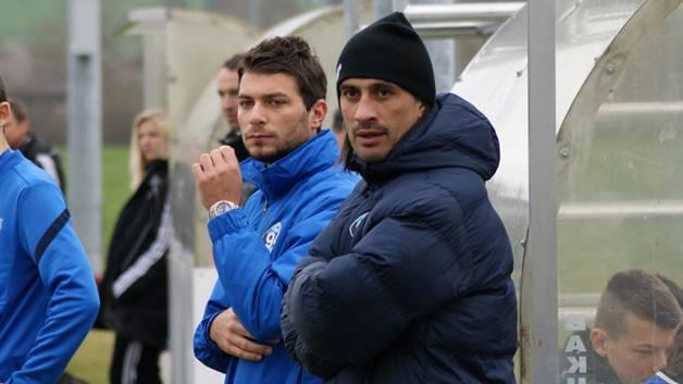 Selcuk Sasivari aus der Fahrweid (hinten) ist derzeit Assistent von Trainer Hakan Yakin bei der U15-Auswahl vom Team Zugerland.