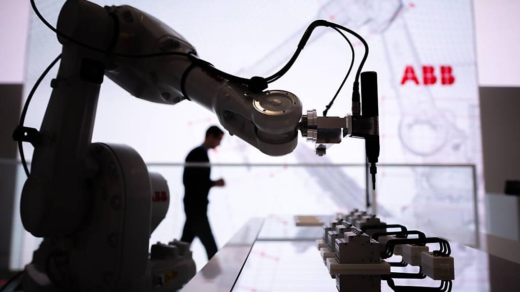 Nach der Autoindustrie sollen ABB-Roboter auch die Bauindustrie erobern. (Archvbild)
