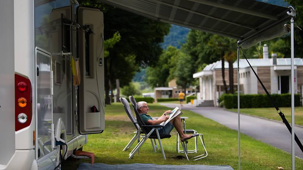 Auf einem Campingplatz in Tenero TI ist am Montag eine Frau wegen eines Unwetters schwer verletzt worden. (Themenbild)