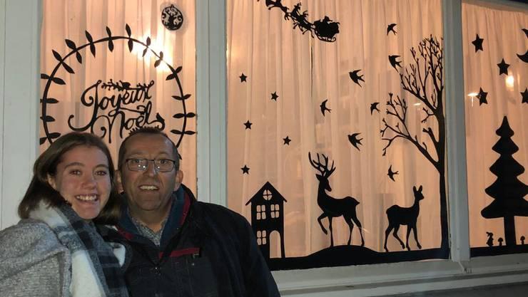 Natalie Schönbächler hat kurzerhand die Adventsfenster in Rexpoëde eingeführt