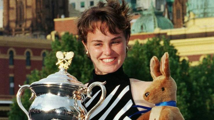 Mit nur 16 Jahren holt Martina Hingis ihren ersten Grand Slam-Titel. Ein Rekord, den sie bis heute hält.