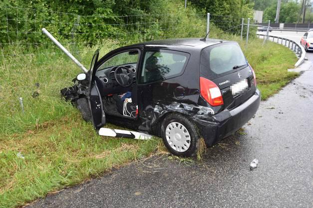 Das beschädigte Unfallauto.