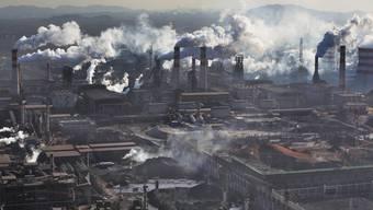 Bewegung im Stahlgeschäft: Zwei chinesische Konzerne schliessen sich zum zweitgrössten Stahlkonzern weltweit zusammen.