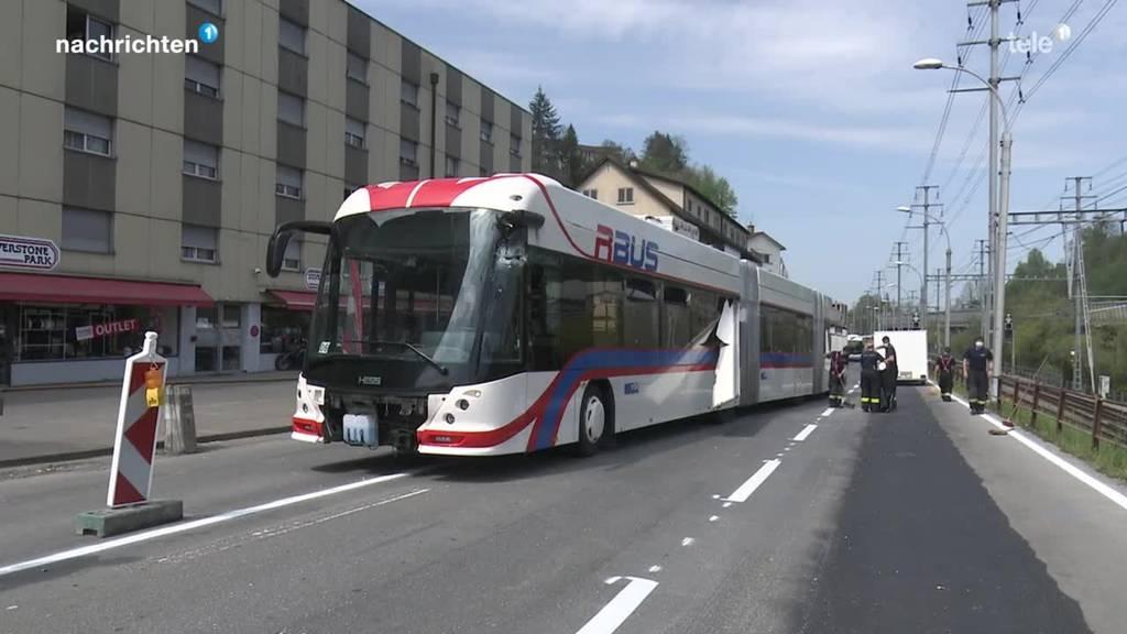 Fünf Verletzte bei Unfall mit Linienbus in Luzern