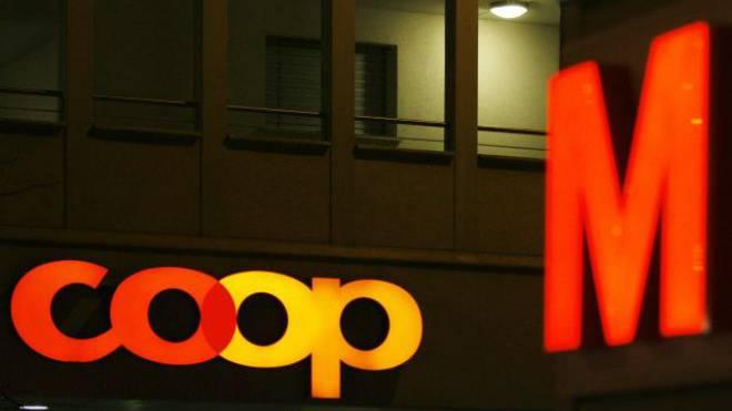 Migros und Coop erzielten 2013 zusammen 42,7 Milliarden Franken Umsatz. Foto: KEYSTONE