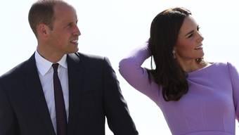 Wegen Oben-Ohne-Fotos der britischen Herzogin Kate ist ein People-Magazin verurteilt worden. Das Paar erhält rund 100'000 Euro Schadenersatz. (Archiv)