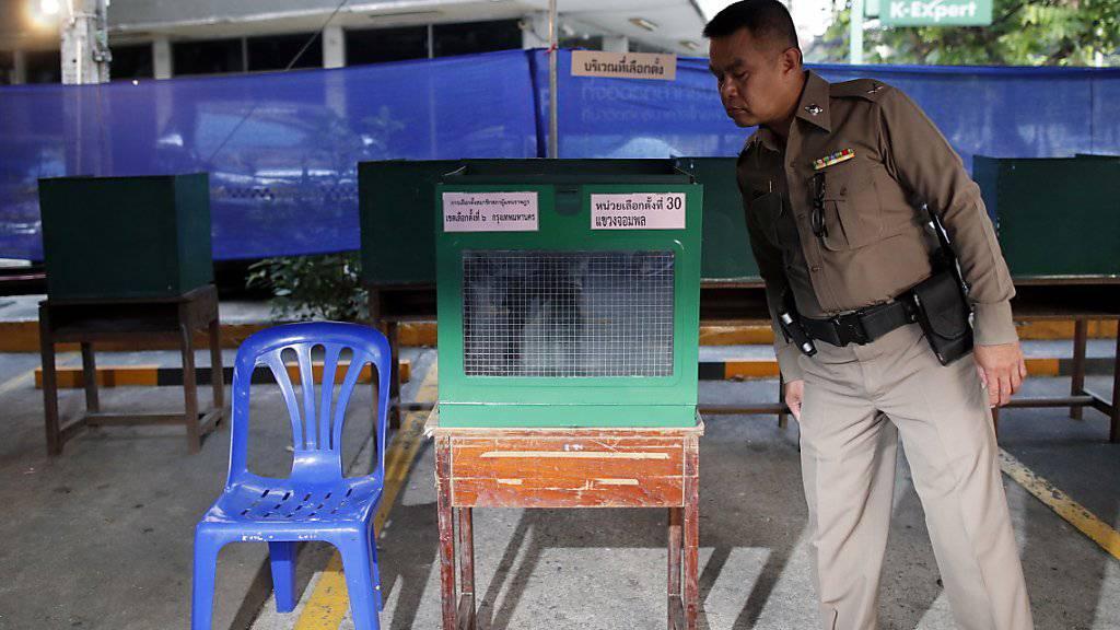 In Thailand haben am heutigen Sonntag knapp fünf Jahre nach einem Militärputsch die Parlamentswahl begonnen.