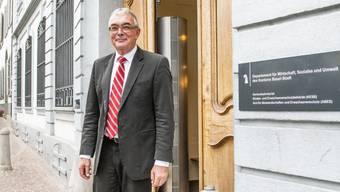 «Mir geht es immer um die Beschäftigung.» Christoph Brutschin vor seinem Amtssitz am Rheinsprung.