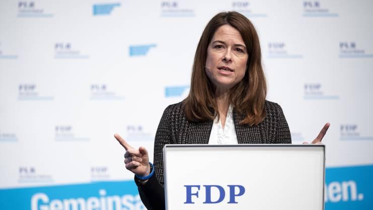 Die Präsidentin der FDP Schweiz Petra Gössi hat sich mit einem spektakulären Kurswechsel aus dem Fenster gelehnt. Um das CO2-Gesetz zu retten, spricht sie sich aus für ein Inlandreduktionsziel für Treibhausgasemissionen.