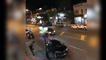 In der kanadischen Grossstadt Toronto hat ein Schütze das Feuer eröffnet und mindestens neun Menschen verletzt. Der Täter wurde laut Polizei getötet.