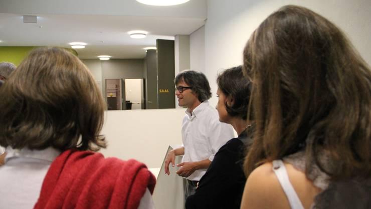 Architekt Stephan Bircher führt durchs GZ