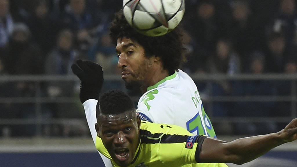 Kopfballstark: Dante steigt im Champions-League-Match gegen Gent eine Etage höher als sein Gegenspieler