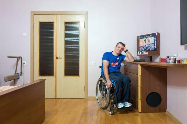 Iwan wohnt mit seiner Partnerin und seiner Mutter zusammen.