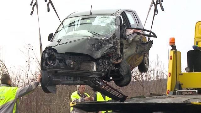 Oberentfelden: Auto kollidiert mit LKW