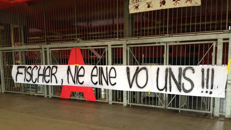 «Fischer, nie eine vo uns!!», skandierten die FCB-Fans 2015 mit einem Banner vor dem Media Center des FC Basel, als Urs Fischer als neuer Trainer vorgestellt wurde.