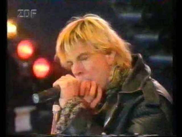 «Eins der zornigsten Lieder, die wir in den letzten Jahren geschrieben haben.» Die Toten Hosen mit «Sascha... ein aufrechter Deutscher», Live am Festival «Rock gegen Rechts» in Frankfurt, 1992.