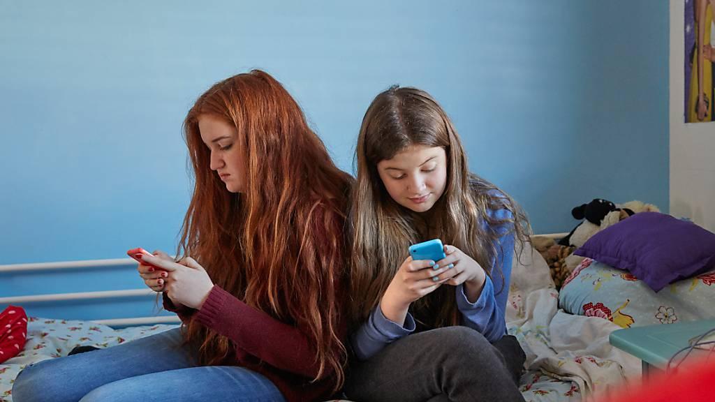 Neue App weist Kinder auf Online-Risiken hin