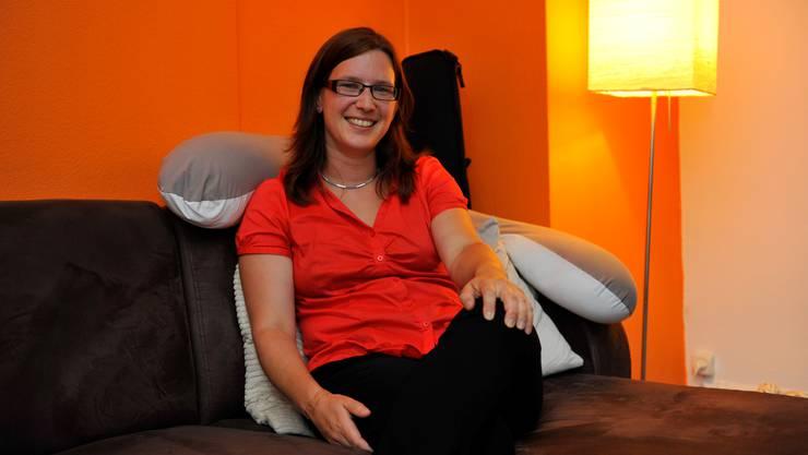 Angela Kummer fühlt sich sehr wohl bei sich zu Hause.