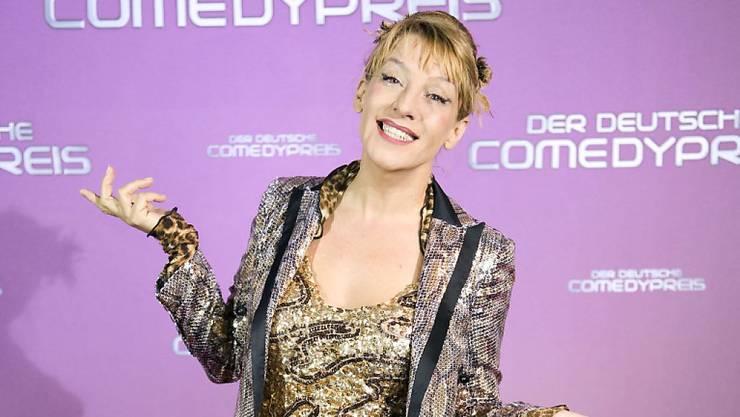 Comedian Sissi Perlinger trägt seit 15 Jahren Leoparden-Look - auch im Bett und bei der Gartenarbeit. (Archivbild)