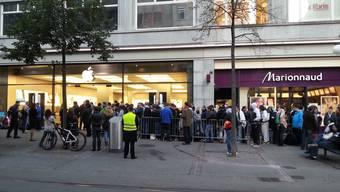 Schlange stehen für das neue iPhone 5
