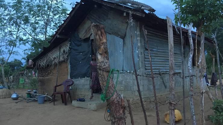 Haus ohne Wasser und Strom in der Gegend von Chilinochchi, Sri Lanka