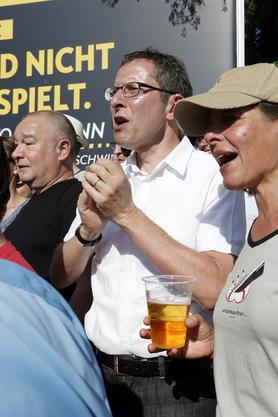 Regierungsrat Urs Hofmann 2012 auf dem Brügglifeld am Spiel Aarau-Sion.