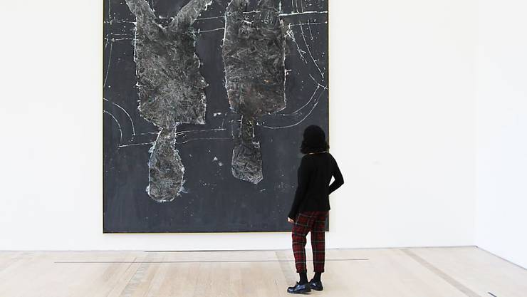 """Wandfüllendes Geschenk des Malers Georg Baselitz an die Fondation Beyeler: Nach der Ausstellung """"Mondvogel und Spinne"""" vom Jahresbeginn bekommt das Gemälde """"Wer alles? Was alles?"""" in Riehen einen eigenen Raum."""