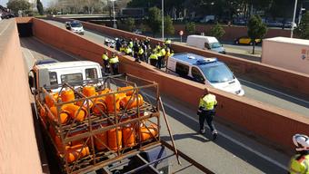 Der Mann raste mit seinem mit Gasflaschen beladenen LKW in Richtung Stadtzentrum – erst mit Schüssen konnte die Polizei den Amokfahrer stoppen.