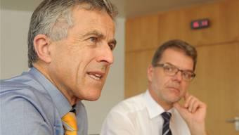Für Kantonalbank-Chef Beat Oberlin und seinen Finanzchef Herbert Kumbartzki sind die tiefen Zinsen ein Problem: Der Anreiz zum Sparen fehlt – das hat Auswirkungen auf die Solidarität in der Gesellschaft.