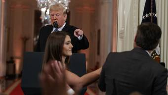 Die nach tumultartigen Szenen auf einer Pressekonferenz mit US-Präsident Donald Trump entzogene Akkreditierung von CNN ist am Montag vom Weissen Haus wieder zurückgegeben worden. (Archivbild)