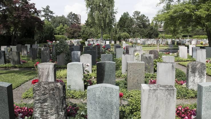 Das über 85 Jahre alte Bestattungsgesetz soll einer Totalrevision unterzogen werden. (Symbolbild)