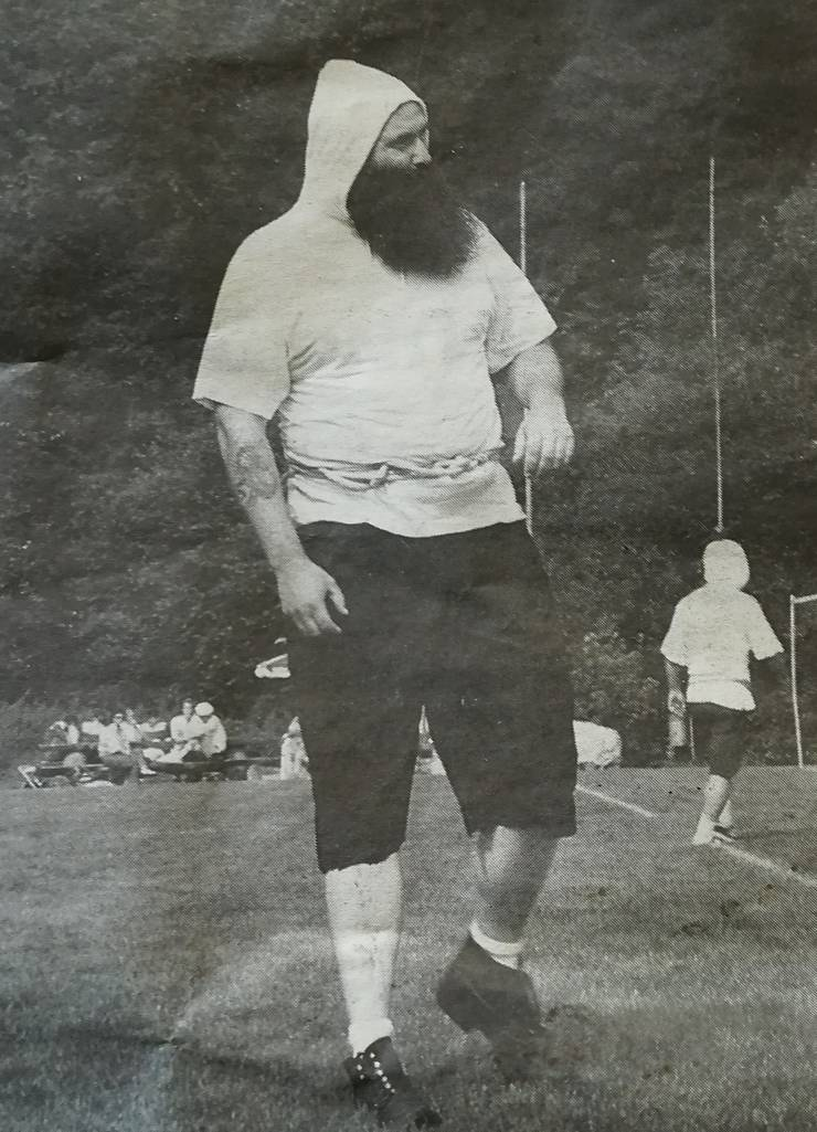 «Fosi» war im Turnverein. Im August 1999 erschien ein Bericht über das Faustball-Turnier in der Zeitung – mit einem Foto von Stefan Huber.