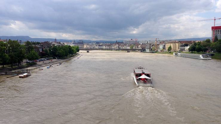 Der Rhein führte am Sonntag in Basel viel Wasser mit sich
