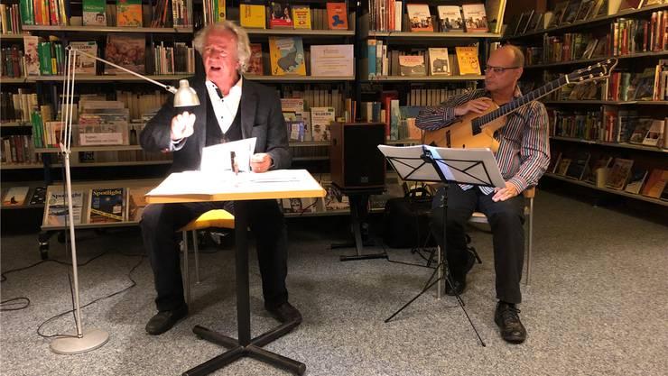 Peter Kner schien beim Auftritt richtiggehend in den Texten zu leben und brachte die Zuhörer immer wieder laut zum Lachen.