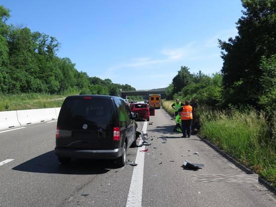 Der Lenker eines Lieferwagens bemerkte eine stehende Kolonne zu spät und prallte in ein Auto.