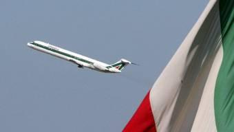 Ein Flugzeug der Alitalia beim Start (Archivbild)