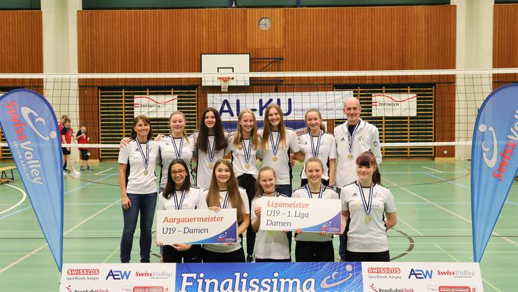 Goldmedaille für Damen U19 mit Trainer Beatrice Fäs und Daniel Lauber