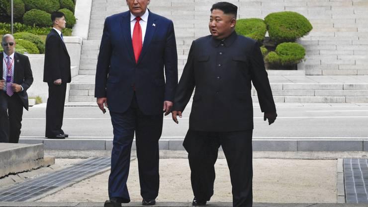 Ende Juni trafen sich US-Präsident Trump und der nordkoreanische Machthaber Kim in der entmilitarisierten Zone zwischen Nord- und Südkorea. Dabei einigten sie sich auf eine Fortsetzung der Gespräche auf Arbeitsebene. (Archivbild)