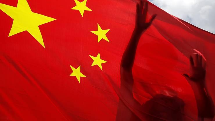 dpatopbilder - Ungeachtet weltweiter Kritik hat China nach Medienberichten das kontroverse Gesetz zum Schutz der nationalen Sicherheit in Hongkong erlassen. Foto: Kin Cheung/AP/dpa