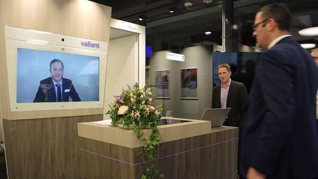 Live-Demo des virtuellen Kundenerlebnis in der modernsten Valiant-Geschäftsstelle der Schweiz in Brugg.