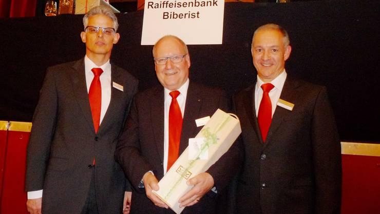 Die Spitze der Raiffeisenbank Biberist (v.l.): Der neue Präsident Felix Schibli, der abtretende Präsident Anton Iff und Bankleiter Daniel Mayr.